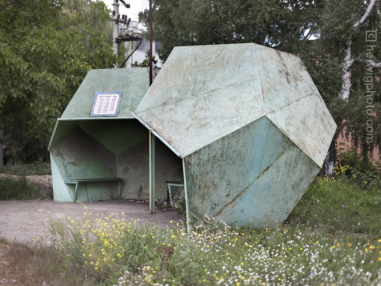 531daa9ac07a802c270002e6_a-collection-of-striking-soviet-bus-stop-designs_falestimoldova