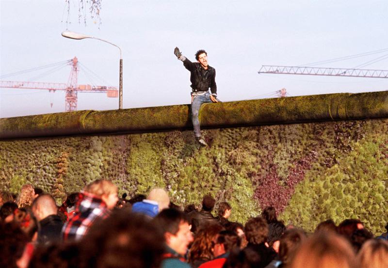 1308340393-8-berlin-eco-wall