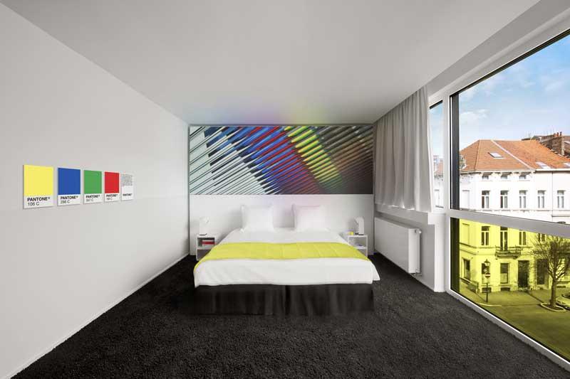Hotel-Pantone-fluo-Room