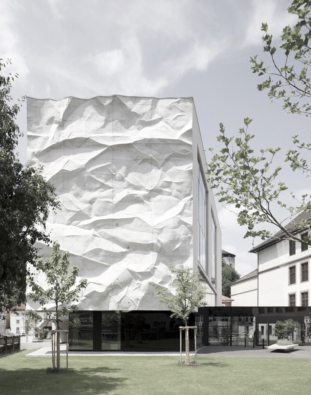 Misleading buildings